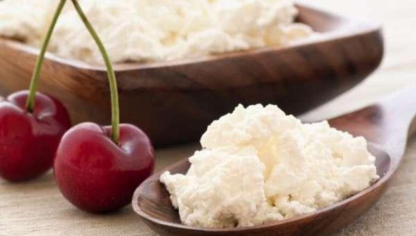 Чи можна їсти сир на ніч при схудненні: користь і шкода