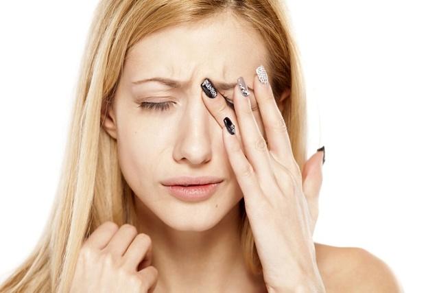 Біль над оком в області брови при натисканні, чому болить