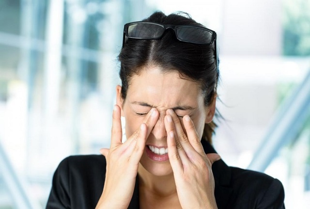 Чому болять очі, коли ними рухати, причини болю при русі очного яблука