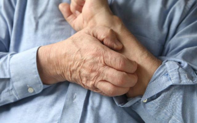 Старечий свербіж шкіри у літніх: причини і лікування корости народними засобами