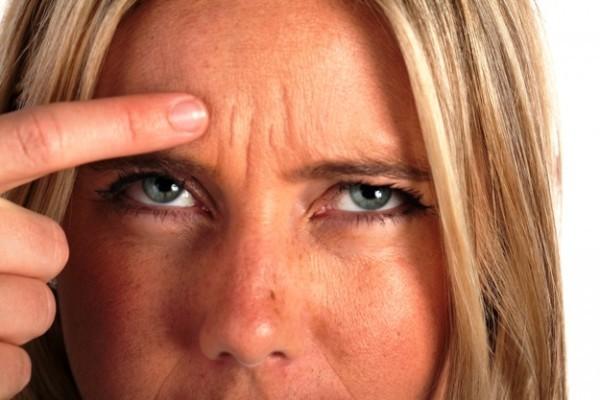 Смикається очей (правий або лівий): чому бувають посмикування століття, що робити