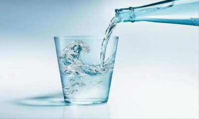 Лужна мінеральна вода при подагрі: перелік елементів, що користь, як пити