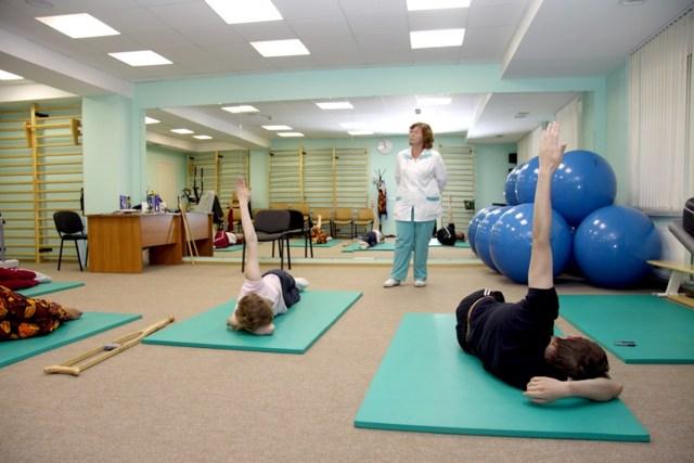 Вправи при шийному остеохондрозі: як виконувати в домашніх умовах
