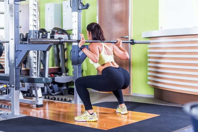 Кращі вправи для сідниць в тренажерному залі для дівчат, програма тренувань