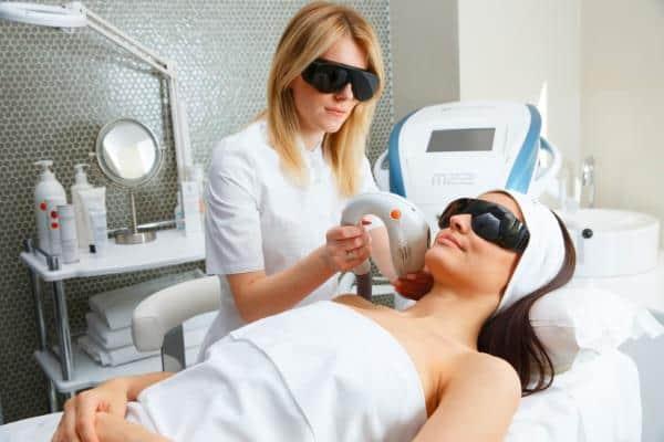 апаратна терапія при лікуванні дерматиту