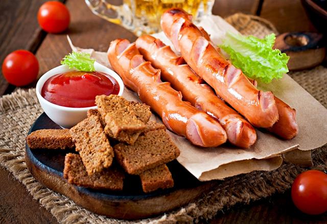 Сосиски: калорійність, склад БЖУ, користь і шкода для організму