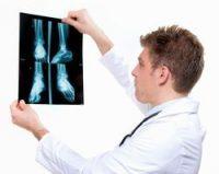 До якого лікаря звернутися, якщо болять коліна