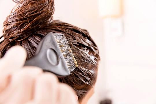чим небезпечне фарбувати волосся під час вагітності
