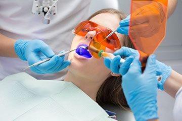 чистка зубів лазером