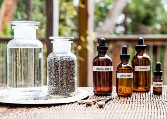 Чисті базові масла погано доглядають за шкірою