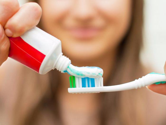 що означає червона смужка на зубній пасті