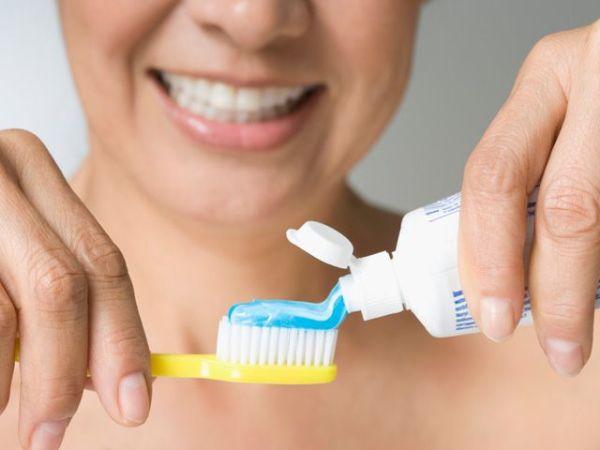 Що означають білі плями на зубах