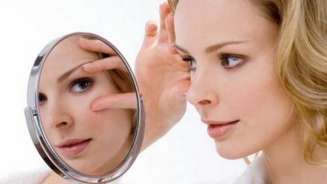 гімнастика особи перед дзеркалом