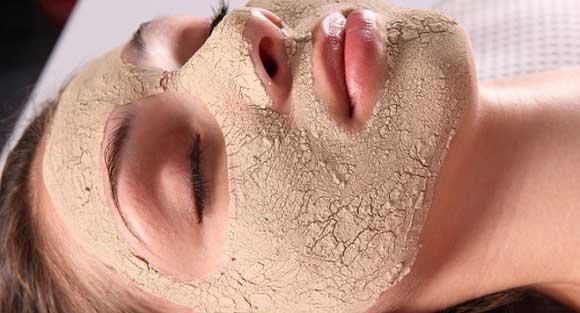 Глиняна маска з ефірними маслами