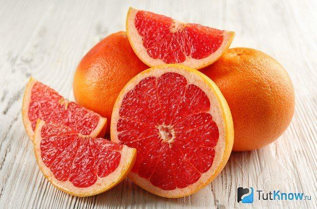 Грейпфрут на столі