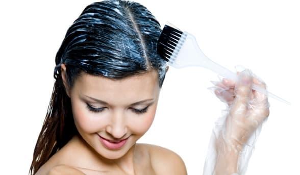 Бруд Мертвого моря офіщает шкіру голови і відновлює волосся