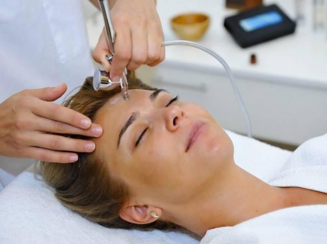 Ін'єкційне відновлення шкіри можна робити тільки у кваліфікованого косметолога (фото: tolko-poleznoe.ru)