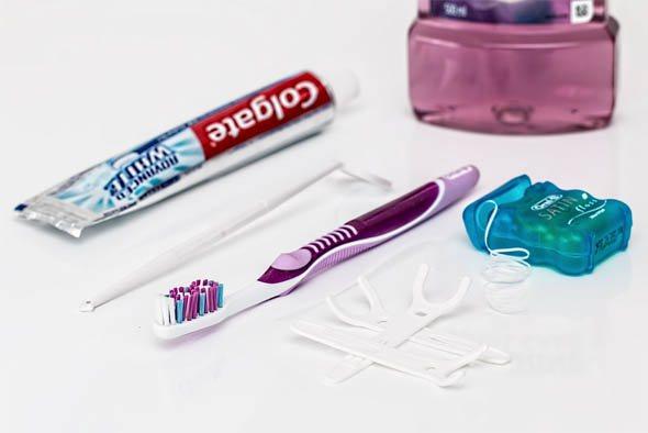 Як чистити зуби зубною ниткою - техніка та правильність чистки 1