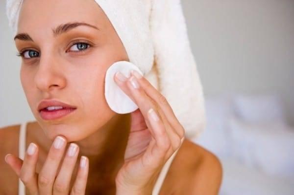 Як очистити обличчя в домашніх умовах від закупорених пір і пігментних плям