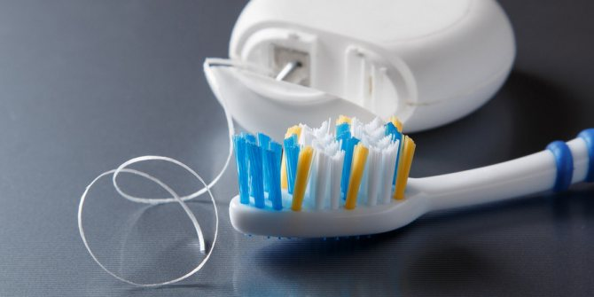 як правильно доглядати зубами після імплантації