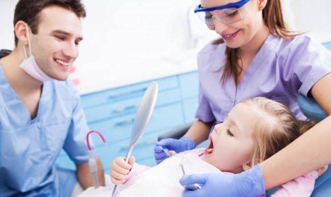Коли потрібно підрізати вуздечку язика у дитини
