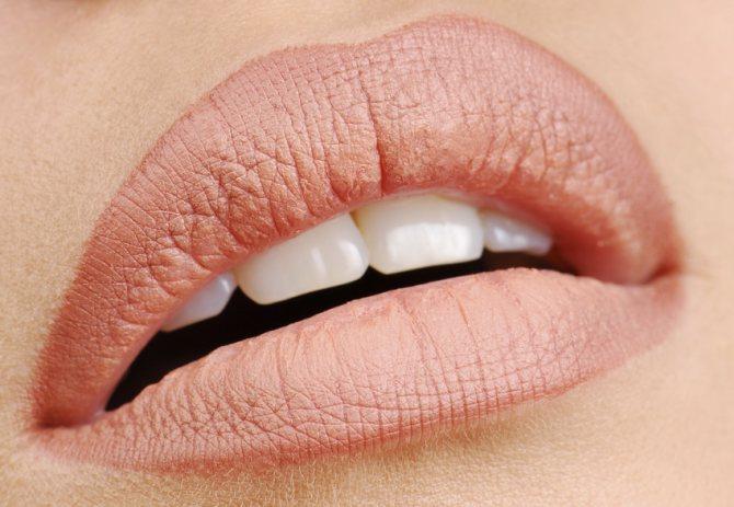 Красиві пухкі губи