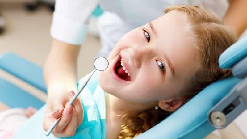 червоний язик з пухирцями у дитини