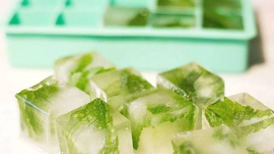 Лід із зелені петрушки для домашньої кріотерапії