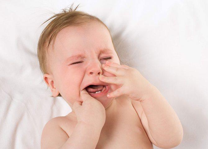 малюк плаче