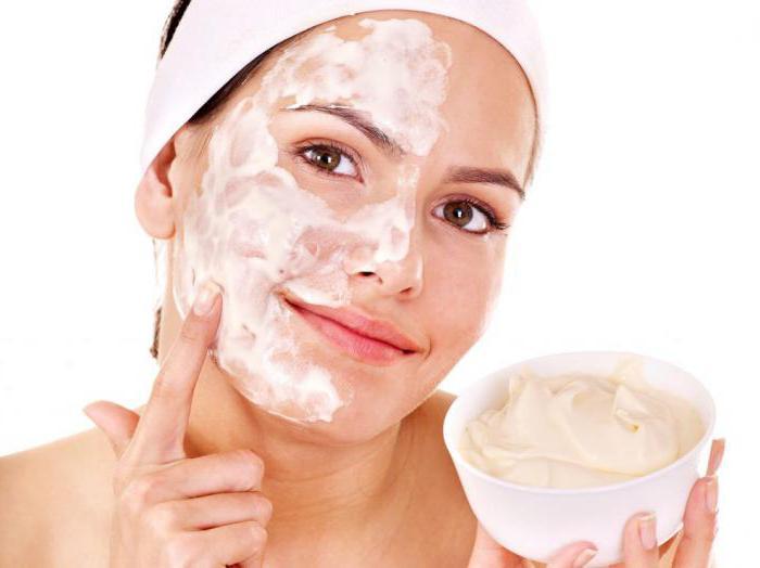 маска із сиру і сметани для обличчя