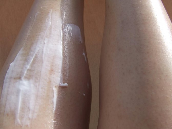 масло-автозагар SolBianca «Кокос» - Свотч на ногах