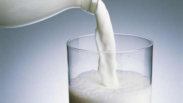 Молоко як засіб проти лука