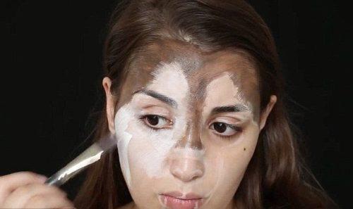 Нанесення крему на обличчя