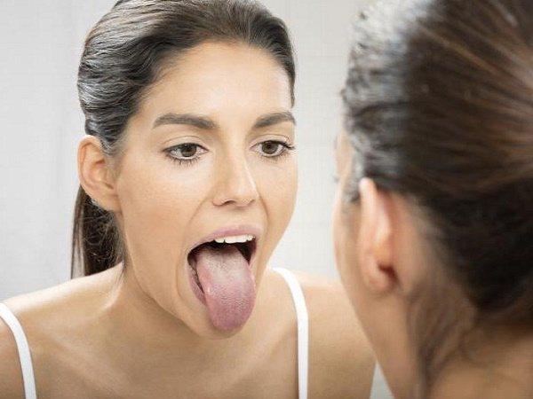 від чого може виникнути темно-зелений наліт на язиці