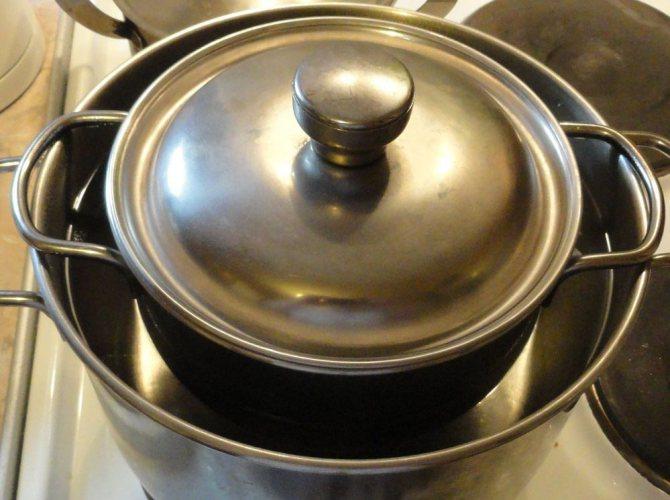 Перед додаванням оливкової олії до складу маски, слід підігріти його за допомогою водяної бані, а потім додати жовток і фрукти
