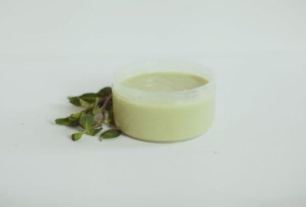 Поживна маска для волосся з м'ятним маслом