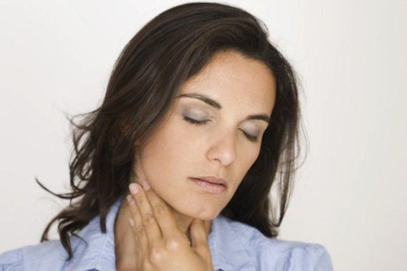 чому болить корінь язика