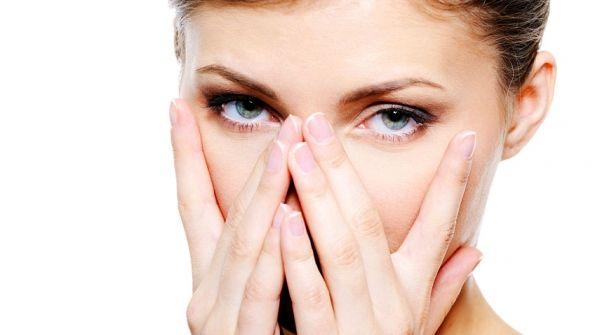 Корисні способи відновлення молодості шкіри навколо очей