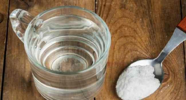 Полоскання горла содою і сіллю