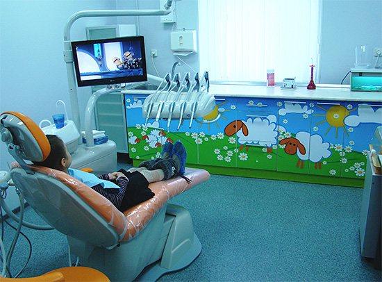 Приблизно так може виглядати дитячий стоматологічний кабінет в сучасній клініці.