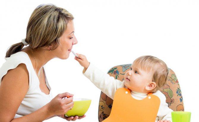 Батьки передають дітям бактерії через слину