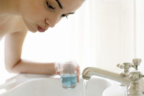Рот після чистки зубів потрібно полоскати якнайкраще