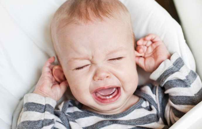 Симптоми стоматиту у малюків