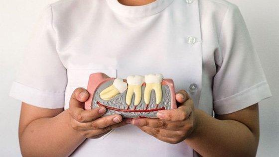 Скільки болить ясна після видалення зуба мудрості