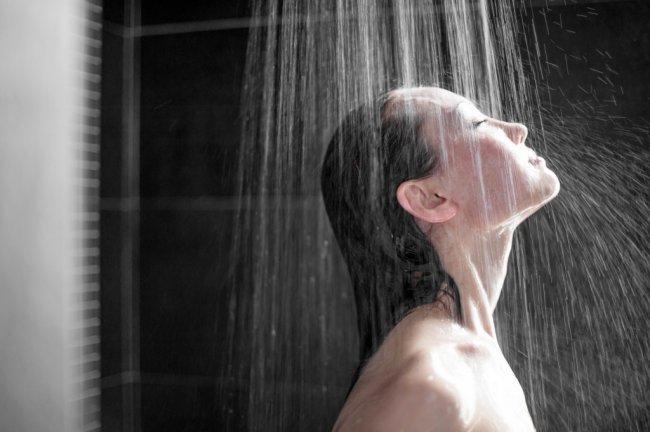 зняти свербіж - прийняти душ - фото