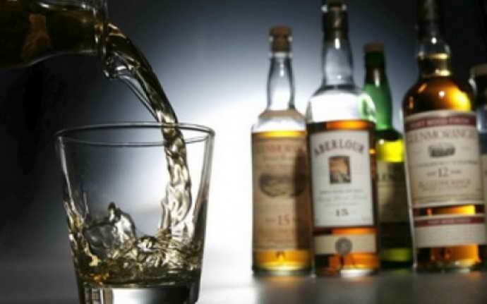 Спиртні напої і коричневий наліт на язиці