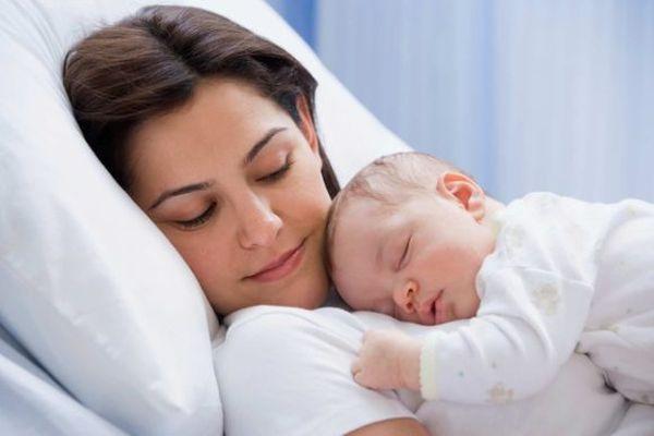 Стрептокок мутанс найчастіше купується немовлятами від матері