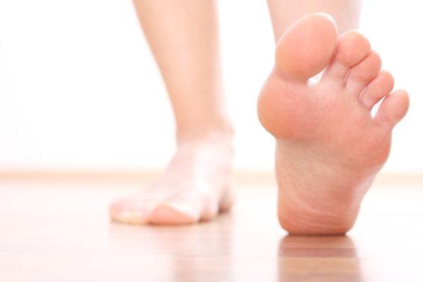 Тріщини між пальцями ніг, сухість шкіри. Причини і лікування в домашніх умовах