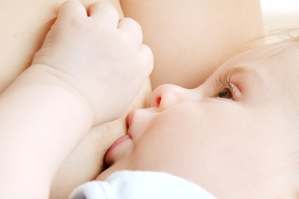 Догляд за шкірою грудей під час годування грудьми