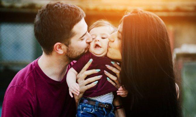 Вірус передається від поцілунків всім членам сім'ї